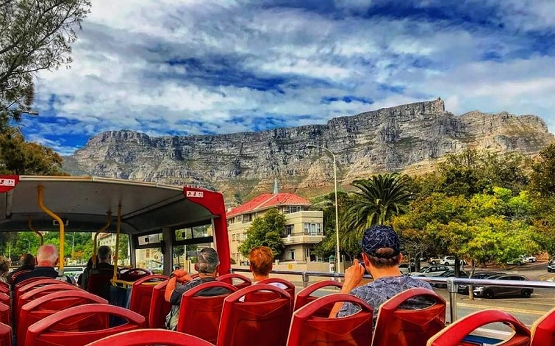 Segundo andar de ônibus turístico na Cidade do Cabo