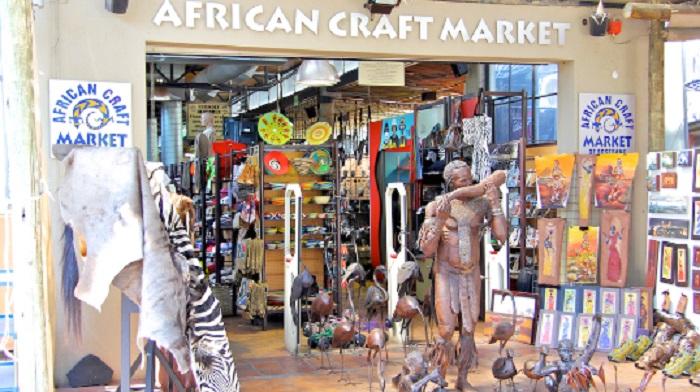 Comprar lembrancinhas e souvenirs no African Craft Market em Joanesburgo