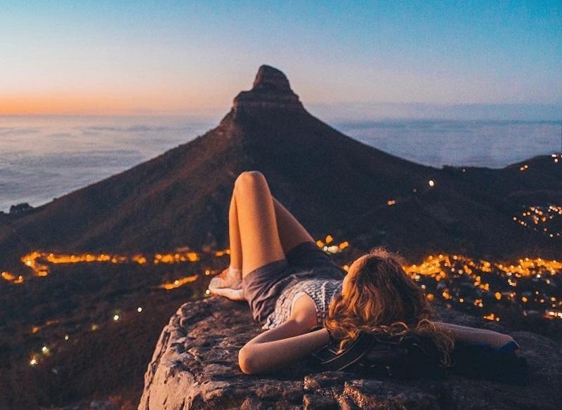 Pessoa curtindo paisagem da Cidade do Cabo