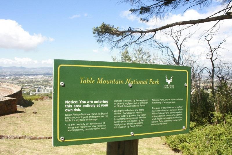 Placa do Parque Nacional Montanha da Mesa
