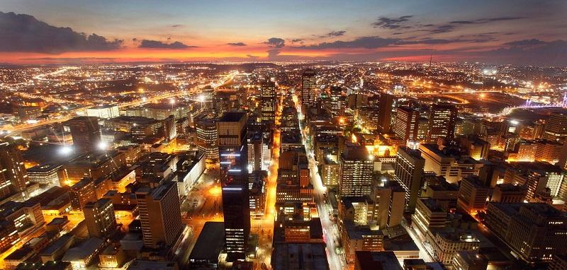Noite iluminada em Joanesburgo
